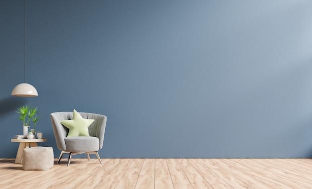 インテリアには、空の暗い青い壁に肘掛け椅子があります。
