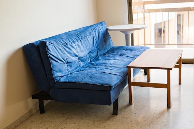 Интерьер в красивой квартире, светлая гостиная
