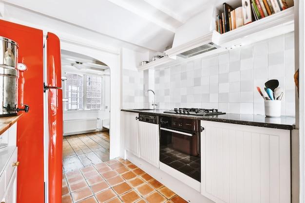 아늑한 아파트에서 아름다운 주방 인테리어