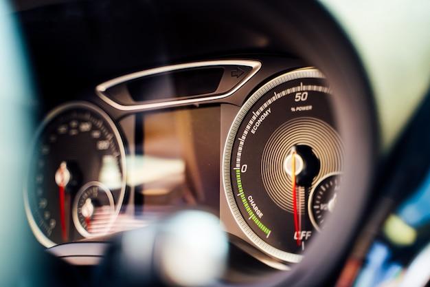 電気自動車のインテリアをクローズアップ