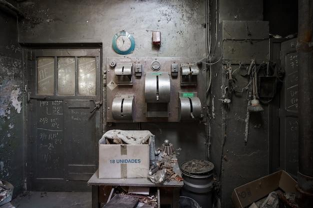 오래 된 버려진 공장 내부