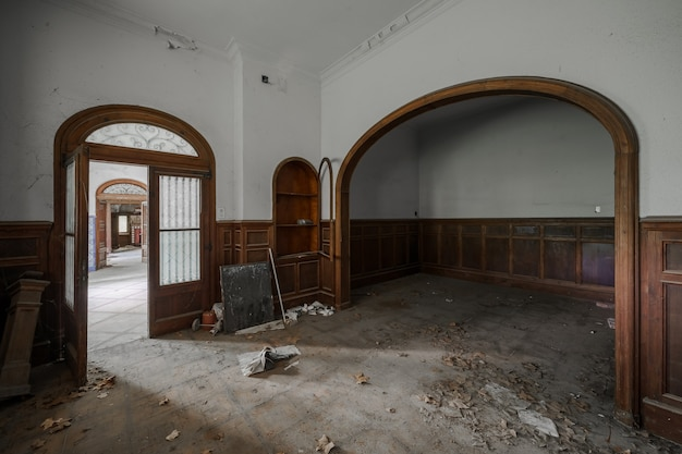 버려진 오래 된 저택의 내부