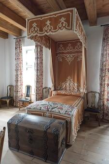 Интерьер спальни в крепости луисбург, луисбург, остров кейп-бретон, новая шотландия, канада