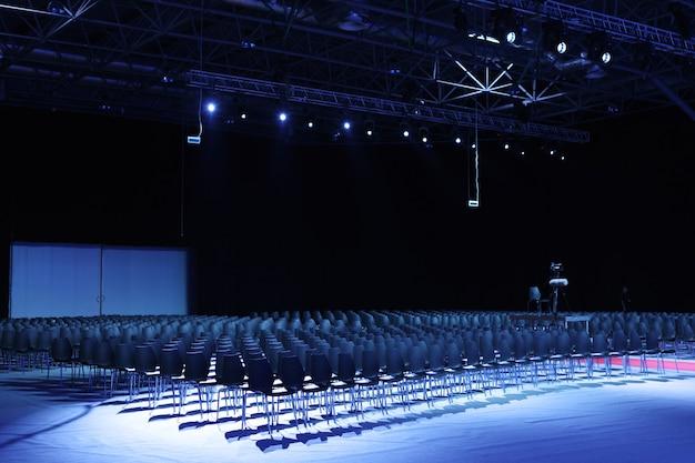 현대 회의장의 내부
