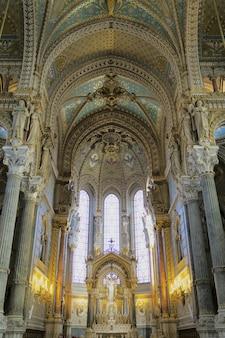 Интерьер базилики нотр-дам де фурвьер, лион