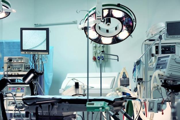 近代的なクリニックの手術室のインテリア