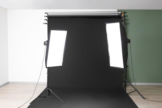 Интерьер фотостудии с современным оборудованием