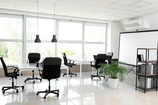 세련된 현대적인 사무실의 인테리어