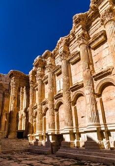 レバノンのバールベックにあるバッカス寺院の内部