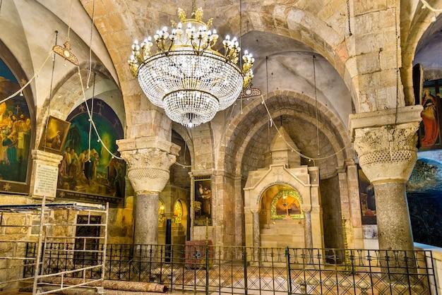 Интерьер храма гроба господня - иерусалим, израиль