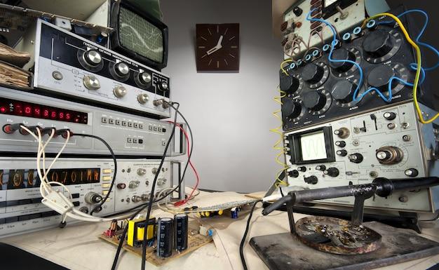 Интерьер старинной технологической лаборатории