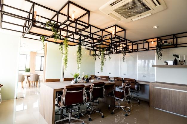 자연스러운 스타일의 인테리어 오픈 스페이스 사무실