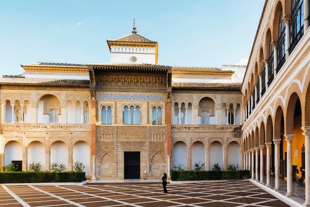 세비야, 스페인에있는 royal alcazar의 내부 안뜰.