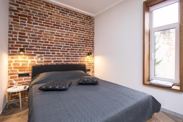 대형 로프트 스타일 침대가있는 침실 인테리어 사진