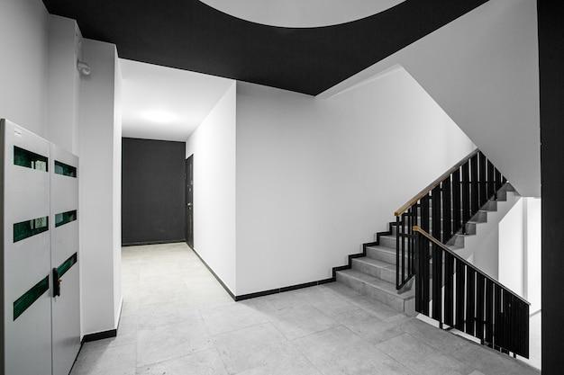 Фото интерьера коридора в многоквартирном доме
