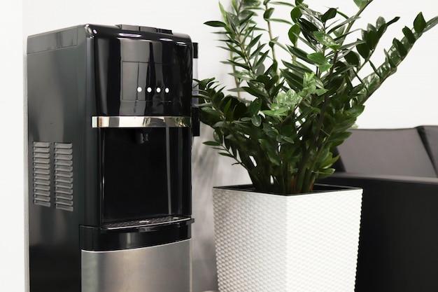 커피 머신이있는 내부 사진, 대기실