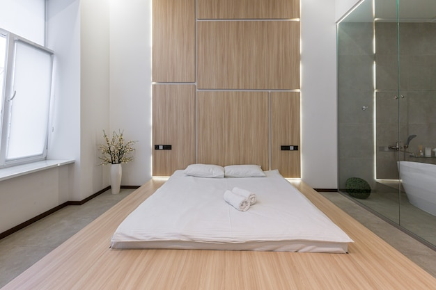 인테리어 사진, 현대적인 침실과 욕실, 흰색