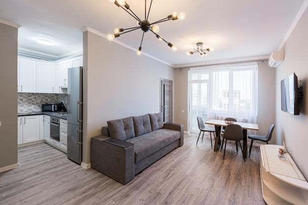 Интерьерная фотосъемка комнаты студии и кухни в современном стиле