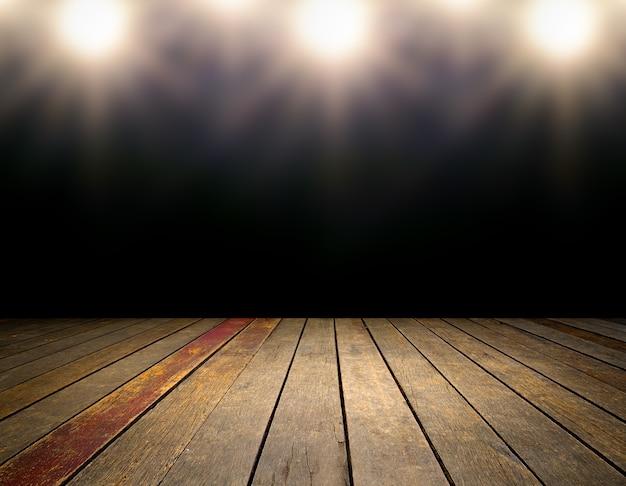 Интерьер комнаты со светлыми пятнами