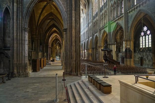 Внутренний вид собора сент-этьен мец лотарингия мозель франция