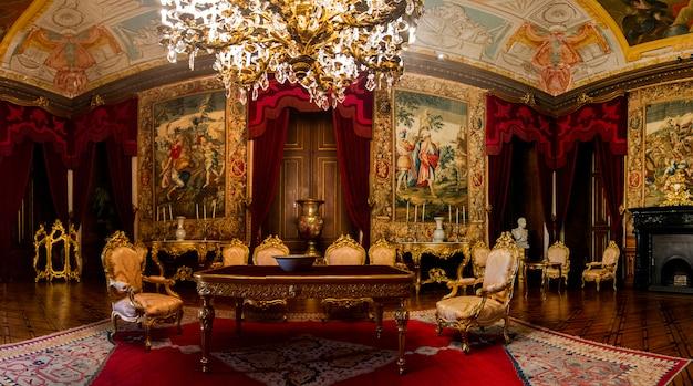Внутренний взгляд одной из красивых комнат дворца ajuda расположенных в лиссабоне, португалии.