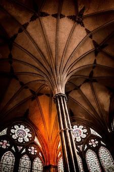 Внутренний вид собора солсбери