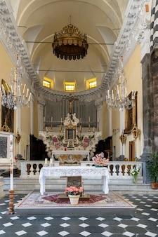 이탈리아 몬테로소 리구리아에 있는 sg 바티스타 교회의 내부 모습