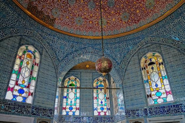 Внутренний вид дворца и музея топкапы в стамбуле, турция