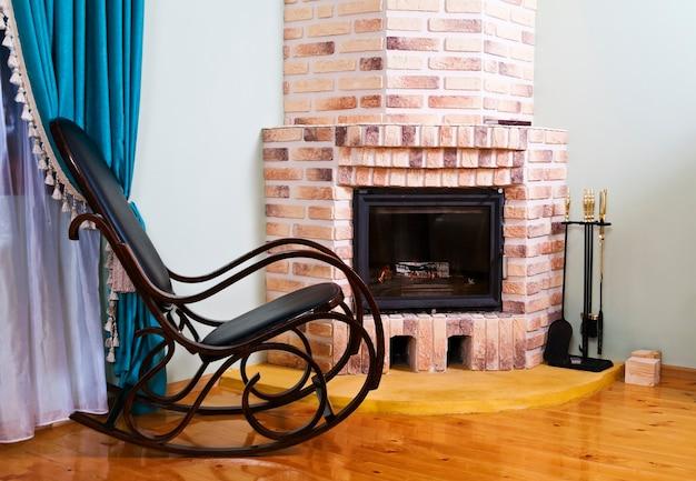 Интерьер с камином и креслами-качалками