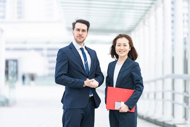 Международная бизнес команда