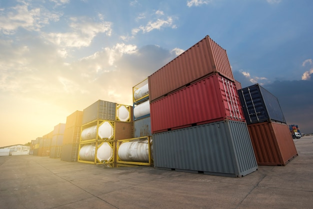 International container for shipping
