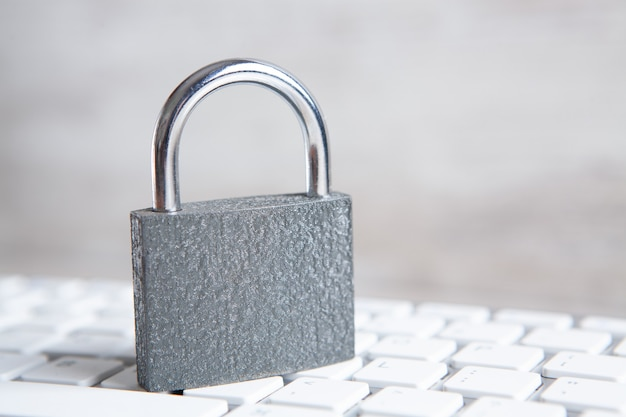 インターネットとコンピュータのセキュリティの概念。