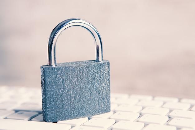 인터넷 및 컴퓨터 보안 개념.