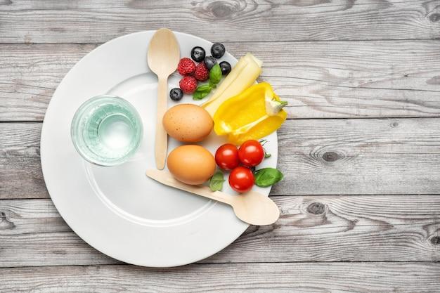간격 단식 다이어트. 건강한 생활. 지방 손실 개념. 평면도