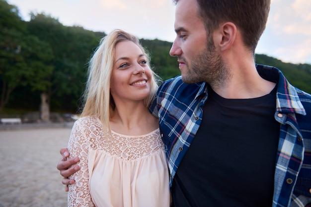 愛するカップルのための親密な時間