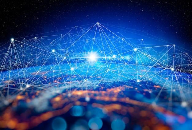 Коммуникационные технологии для интернет-бизнеса. глобальная мировая сеть и телекоммуникации на земле, криптовалюта и блокчейн и iot. элементы этого изображения, представленные наса