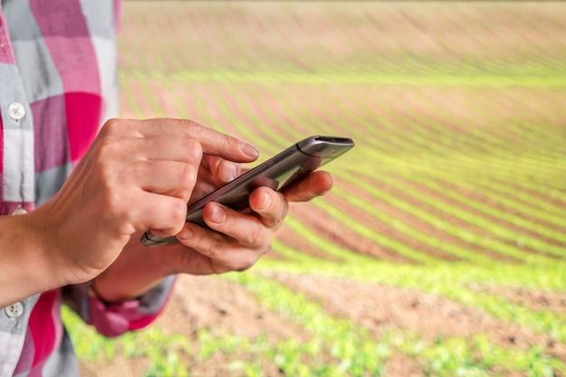 Iot、未来的な農業の概念、生態学的農業の育成によるスマート農業