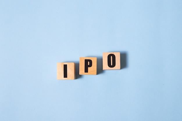 Аббревиатура ipo от деревянных блоков с буквами первоначальное публичное предложение концепции ipo