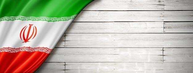 Флаг ирана на старой белой стене