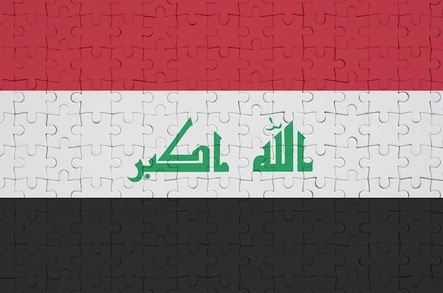 이라크 깃발은 접힌 퍼즐에 그려져 있습니다