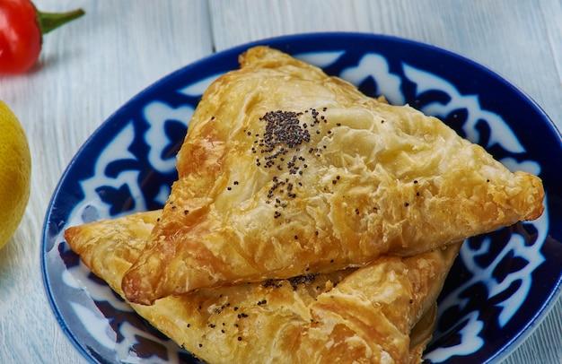 이라크 samsa, 아시아 전통 모듬 요리, 상위 뷰.