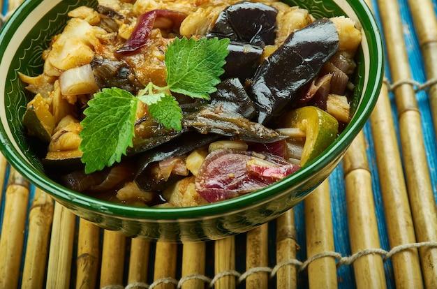 Иромба - кухня манипура, блюдо готовят из ферментированной рыбы.