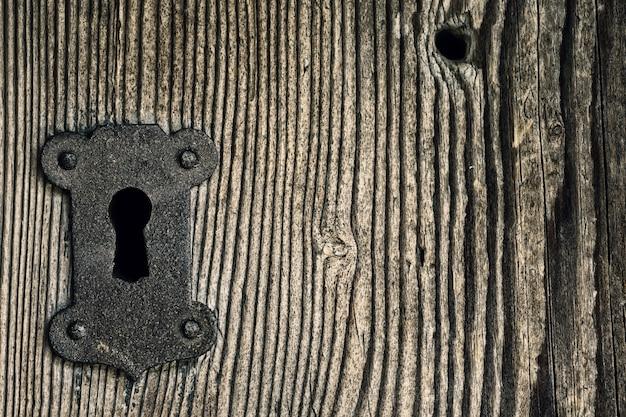 Iron keyhole