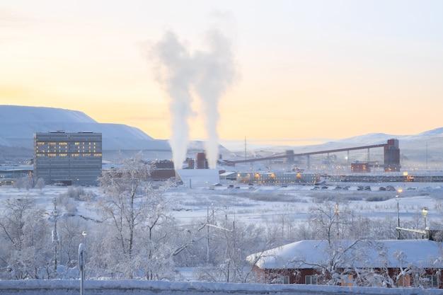 鉄鉱石精製工場