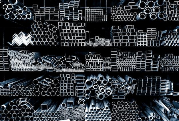 Магазин железа и стали на складе тяжелой промышленности на фоне