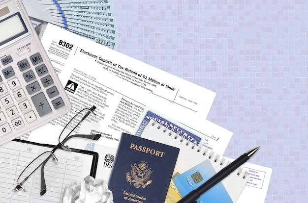 Форма irs 8302 электронный депозит возврата налога в размере 1 млн. и более лежит на плоском офисном столе и готов к заполнению