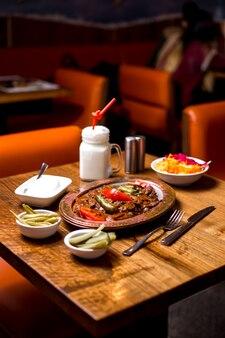 Шашлык искендер в медной подаче с маринованным йогуртом и айраном