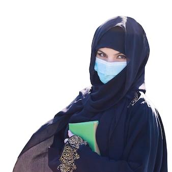 白い背景の上の伝統的なドレスのイスラムの女性。孤立しました。、