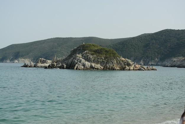 Остров в середине