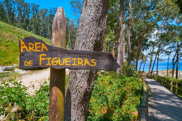 Islas cies島のfigueirasヌーディストビーチ道路標識